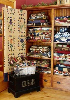 Lisa Bongean of Primitive Gatherings brings a modern-day mind-set to primitives through her work with wool appliqué, miniature quilts, and fabric designing. Old Quilts, Antique Quilts, Vintage Quilts, Mini Quilts, Quilt Studio, Quilting Room, Quilting Projects, Quilt Storage, Quilt Racks