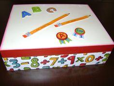 caixa com temática escolar