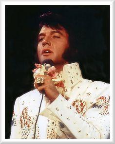 Elvis Presley - Aloha From Hawaii, January 1973 Elvis Presley Concerts, Elvis In Concert, Elvis Presley Photos, Priscilla Presley, Rock And Roll, Elvis Aloha From Hawaii, Aloha Hawaii, Tupelo Mississippi, Graceland