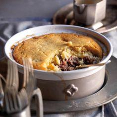 Hierdie resep vir wildspastei is deel van Plaaskombuis Beef Steak Recipes, Meat Recipes, Wine Recipes, Dessert Recipes, Cooking Recipes, South African Dishes, South African Recipes, Kos, Ma Baker