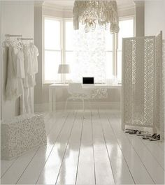 Love the glossy white floor. my next bedroom will have a white wood floor! White Painted Wood Floors, White Wooden Floor, Painted Floorboards, White Floorboards, White Rooms, White Bedroom, White Walls, Creation Deco, White Houses