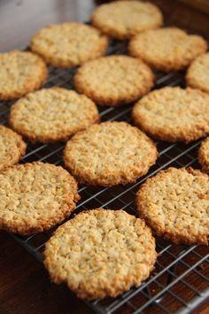 Havrekjeks - My Little Kitchen Little Kitchen, Healthy Baking, Biscotti, Cake Recipes, Recipies, Food And Drink, Sweets, Snacks, Breakfast