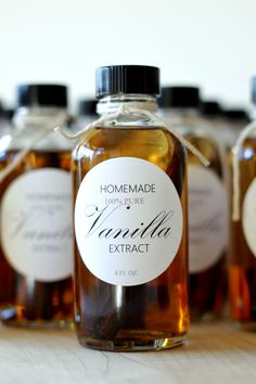Homemade Vanilla Extract & Free Printable Labels with Ingredient and Brew Instruction label for the back of the bottle.