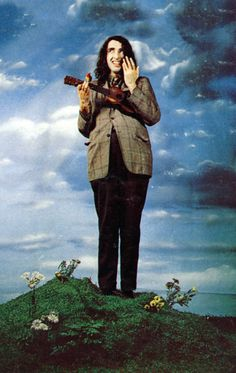 Tiny Tim, tiptoeing through the tulips... How cld anyone forget him & his falsetto voice!? LOL...