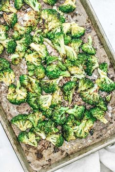 Best Oven-Roasted Broccoli With Nutritional Yeast Best Oven-Roasted Broccoli With Nutritional Yeast LaTashia Grant ldenisegrant Food 038 Drink Say hello to your new favorite veggie side nbsp hellip Broccoli nutritional yeast Vegetable Side Dishes, Vegetable Recipes, Veggie Side, Vegetarian Cooking, Vegetarian Recipes, Healthy Recipes, What's Cooking, Healthy Meals, Healthy Food