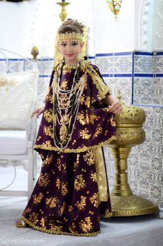 Algerian fashion: girls purple chaoui dress