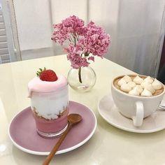 Dessert Drinks, Dessert Recipes, Coffee Dessert, Cute Desserts, Cafe Food, Aesthetic Food, Food Inspiration, Sweet Recipes, Food Photography