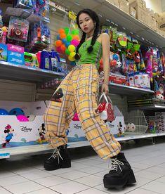 Korean Fashion – How to Dress up Korean Style – Designer Fashion Tips 70s Fashion, Korean Fashion, Fashion Online, Fashion Outfits, Fashion Trends, Japanese Fashion, Hipster Outfits, Grunge Outfits, Cool Outfits