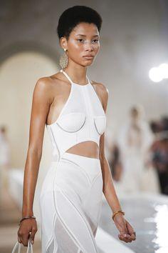 Balenciaga Spring 2016 Ready-to-Wear Fashion Show