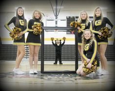 Cheer leading photo pose idea photo I've taken Dance Team Pictures, Cheer Team Pictures, Squad Pictures, Team Photos, Cheer Pics, Band Photos, Sports Pictures, Group Photos, Group Picture Poses