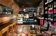 It's no secret who Cielito Querido—the new kid on the coffeeshop block in Mexico—sees as their biggest competition. Cozy Cafe Interior, Retail Interior Design, Interior Shop, Cool Restaurant, Restaurant Design, Cozy Coffee Shop, Coffee Shops, Small Cafe Design, Sofa Shop