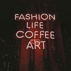 Bom dia segundona! Uma ótima semana para todos❣️ #mondays #mood New Post on Blog ->> Elie Saab haute couture . . . . . . . . . #instadaily #monday #fashion #life #daily #coffee #art #fashiongram #blogger #love #dujour #neon #motivation #instagood #inspo #bloggerlife #fashionblog #instacool #quotes #segundona