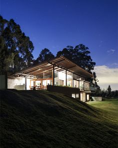 los chillos house at night ~ The natural beauty of the Ecuadorian highlands is the setting for a stunning two-level home from Diez + Muller Arquitectos. Good example of house in hillside