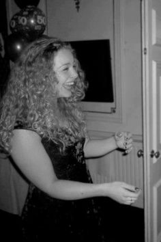 Carrie Hope Fletcher Carrie Hope Fletcher, Senior Pictures, Role Models, Hugs, Carry On, Fangirl, Dreadlocks, Hair Styles, People