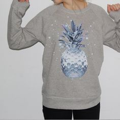 lala Berlin Sweater Space Pineapple  #lalaberlin http://www.lalaberlin-onlineshop.de/de/Kollektion-T-Shirts-Sweatshirts-Lala-Berlin-Sweater-Space-Pineapple-grey-melange/1649-1653-012?ref=0