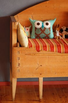 super cute owl pillow...