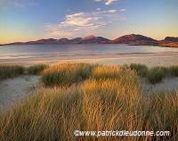 Beach and North harris hills, Harris, Scotland - Plage sur Harris, Ecosse   15704