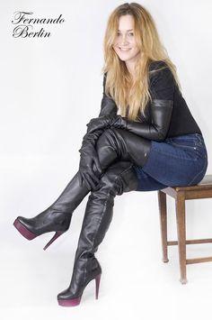 Girl in black thigh boots jeans and opera gloves Boty Ke Kolenům edbfbb24628