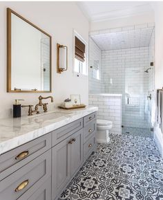 Definitions Of Small Master Bathroom Remodel Walk In Shower Layout 40 Home Interior, Bathroom Interior, Industrial Bathroom, Home Luxury, Walk In Shower Designs, Small Showers, Small Shower Room, Shower Rooms, Bathroom Trends