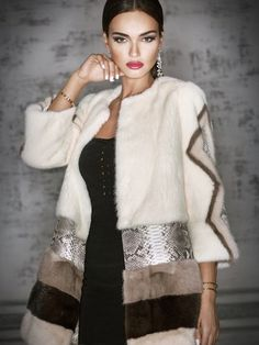 Pinning for the idea only! Gorgeous looking Multi Mink Fur & Python Coat. Could I manage to make som Fur Fashion, Look Fashion, Fashion Dresses, Womens Fashion, Fashion Design, Fashion Trends, Trent Coat, Kleidung Design, Fabulous Furs