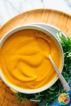 Soupe de carotte à l'indienne Creamy Carrot Soup Recipe, Curried Carrot Soup, Carrot Ginger Soup, Vegan Carrot Soup, Vegan Soups, Carrot Varieties, Carrot And Coriander, Cup Of Soup, Hot Soup