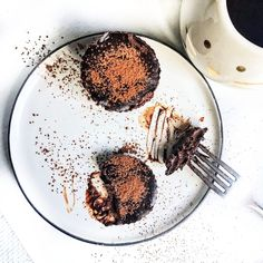 These are quick and easy to whip up and each are filled with rich flavours. Chocolate Tarts, Chocolate Peanut Butter, Vegan Blogs, Vegan Recipes, Dried Dates, Cacao Powder, Muffin Cups, Serving Size, Food Processor Recipes