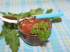 Rajčatová salsa ke grilování Salsa, Pesto, Treats, Ethnic Recipes, Desserts, Food, Syrup, Sweet Like Candy, Tailgate Desserts