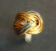 Minoans- Aigina Treasure ring 1850-1550BC ~ Wow! The square knot that later became the wedding knot and Hercules knot.