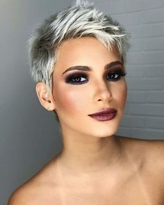 Pixie haircut is really appealing and perfect idea for ladies who want to change their looks completely. So today I will show you the latest pixie haircut. Very Short Pixie Cuts, Short Layered Haircuts, Short Hairstyles For Women, Long Haircuts, Short Pixie Hairstyles, Hairstyles 2018, Funky Hairstyles, Cute Pixie Haircuts, Cropped Hair Styles For Women