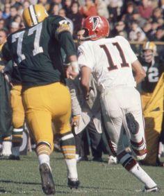 ce67f2c44 A Falcon QB scrambles against the Packers. Packers Vs Falcons, School  Football, Sport