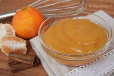 La crema di clementine e cannella è una crema profumata e dal gusto delicato, da gustare al cucchiaio o come farcitura per crostate e torte.