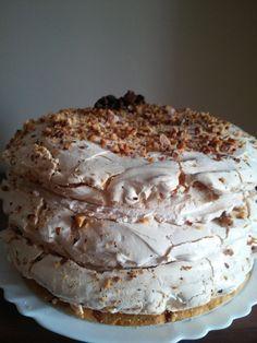 Cynamonowy tort bezowy z powidłami i orzechami | Moje Wypieki