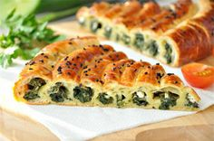Pie with spinach and cheese New Recipes, Cooking Recipes, Favorite Recipes, Healthy Recipes, Good Food, Yummy Food, Spinach And Cheese, Saveur, Vegetable Recipes