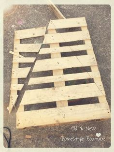 Pallet wood Christmas tree – work in progress ❤️