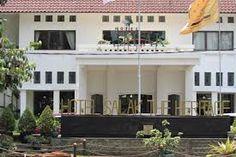 bogor heritage hotel - Google Search Heritage Hotel, Bogor, Mansions, Google Search, House Styles, Home Decor, Decoration Home, Manor Houses, Room Decor