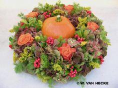 Pumpkin Arrangements, Flower Arrangements, Autum Flowers, Seasonal Decor, Fall Decor, Pumpkin Wreath, Pumpkin Decorating, Flower Centerpieces, Holidays And Events