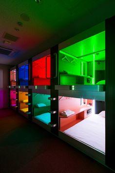 THE LODGE MOIWA 834|Capsule hotel Bunk Rooms, Bunk Beds, Pod Bed, Sleep Box, Sleeping Pods, Ideas Dormitorios, Capsule Hotel, Hotel Bed, Cool Beds