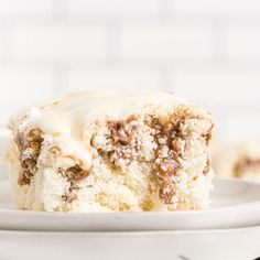 Cinnamon Roll Poke Cake Recipe is a yummy cake with lots of cinnamon and cream cheese icing. Enjoy everything you love about cinnamon rolls in an easy cake. Poke Cake Recipes, Poke Cakes, Cupcake Cakes, Cupcakes, Fun Desserts, Delicious Desserts, Dessert Recipes, Baking Desserts, Cinnamon Bun Cake