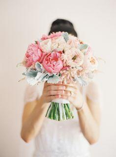 Peonies + Roses = Nothing Better | Photo: Lanielias.com