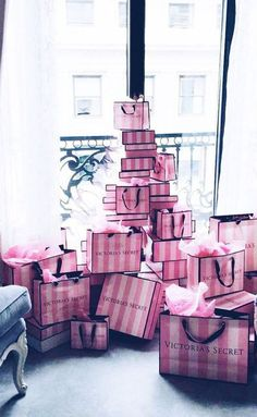 Victoria Secret uploaded by on We Heart It Victoria Secrets, Victoria Secret Pink, Victoria Secret Shops, Victoria Secret Lingerie, Birthday Goals, Rich Lifestyle, Luxury Lifestyle, Lifestyle Shop, Mode Blog
