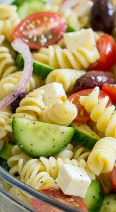 Easy Greek Pasta Salad ~ A fresh and easy Greek Pasta Salad... This crowd-pleasing side dish is tasty with grilled meats and at all your backyard barbecues.