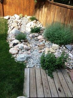How To Create Your Own Dry Creek Beds For Your Gardens – Top Craft Ideas - Garten Landschaftsgestaltung Landscaping With Rocks, Front Yard Landscaping, Landscaping Design, Mulch Landscaping, Landscaping Software, Southern Landscaping, River Rock Landscaping, Florida Landscaping, Luxury Landscaping