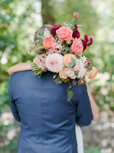 Floral Design: Siloh Floral - http://www.stylemepretty.com/portfolio/siloh-floral-artistry Photography: Connie Whitlock - conniewhitlockphoto.com   Read More on SMP: http://www.stylemepretty.com/2017/01/13/backyard-chic-colorado-wedding/