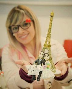 TOPO DE BOLO PRI AMARAL NOIVINHOS Siga ➡ @priamaralnoivinhos_s.o.snoivas e começa o trabalho dessa profissional que se dedica ao mundo do casamento há mais de 15 anos! ❤. ✈ envio para todo o Brasil.