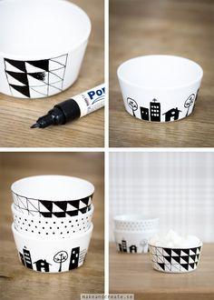 Måla med porslinspennorSenaste tiden har jag sett så många fina exempel på skålar, muggar och tallrikar dekorerade med porslinspennor, både på olika bloggar och på Pinterest....