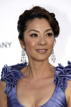Michelle Yeoh - Miss Malaysia World 1983 Michelle Yeoh, Star Trek Crew, Bond Girls, Female Stars, Beautiful Asian Women, Female Singers, Hollywood Stars, Asian Woman, Asian Beauty