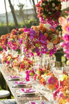GORGEOUS tablescape design.