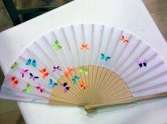 Resultado de imagen de abanicos Painted Fan, Hand Painted, Drawing Topics, Hand Held Fan, Hand Fans, Gemini And Aquarius, Chinese Fans, Umbrella Art, Paper Fans