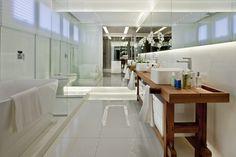 Um apê com ares de casa. Veja mais: http://casadevalentina.com.br/projetos/detalhes/um-ape-com-ares-de-casa-578 #decor #decoracao #interior #design #casa #home #house #idea #ideia #detalhes #details #style #estilo #casadevalentina #wood #madeira #bathroom #banheiro #lavabo