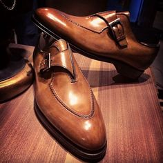 Bontoni 'Brillantina' single buckle with handsewn apron. #bontoni #buckle #mensshoes #style #rakish #shoeporn #shoegame #timeless #italian #patina #handmadeshoes #menshoes #chaussures #scarpe #uomo #sprezzatura #sprezza #dandy #dapper #elegant #lemarche #bespoke #mtm #craftsmanship